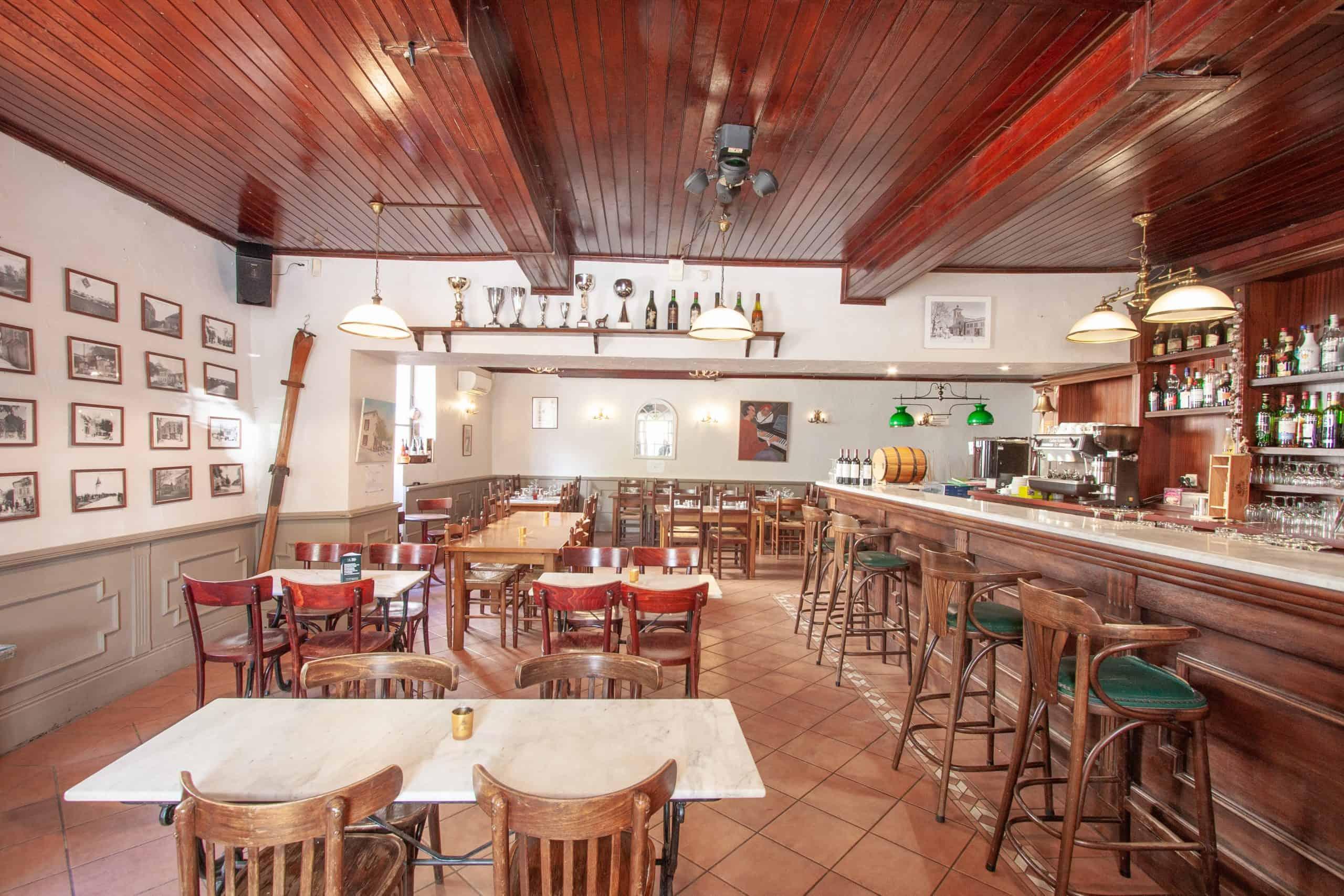 Bar-interior2-82002