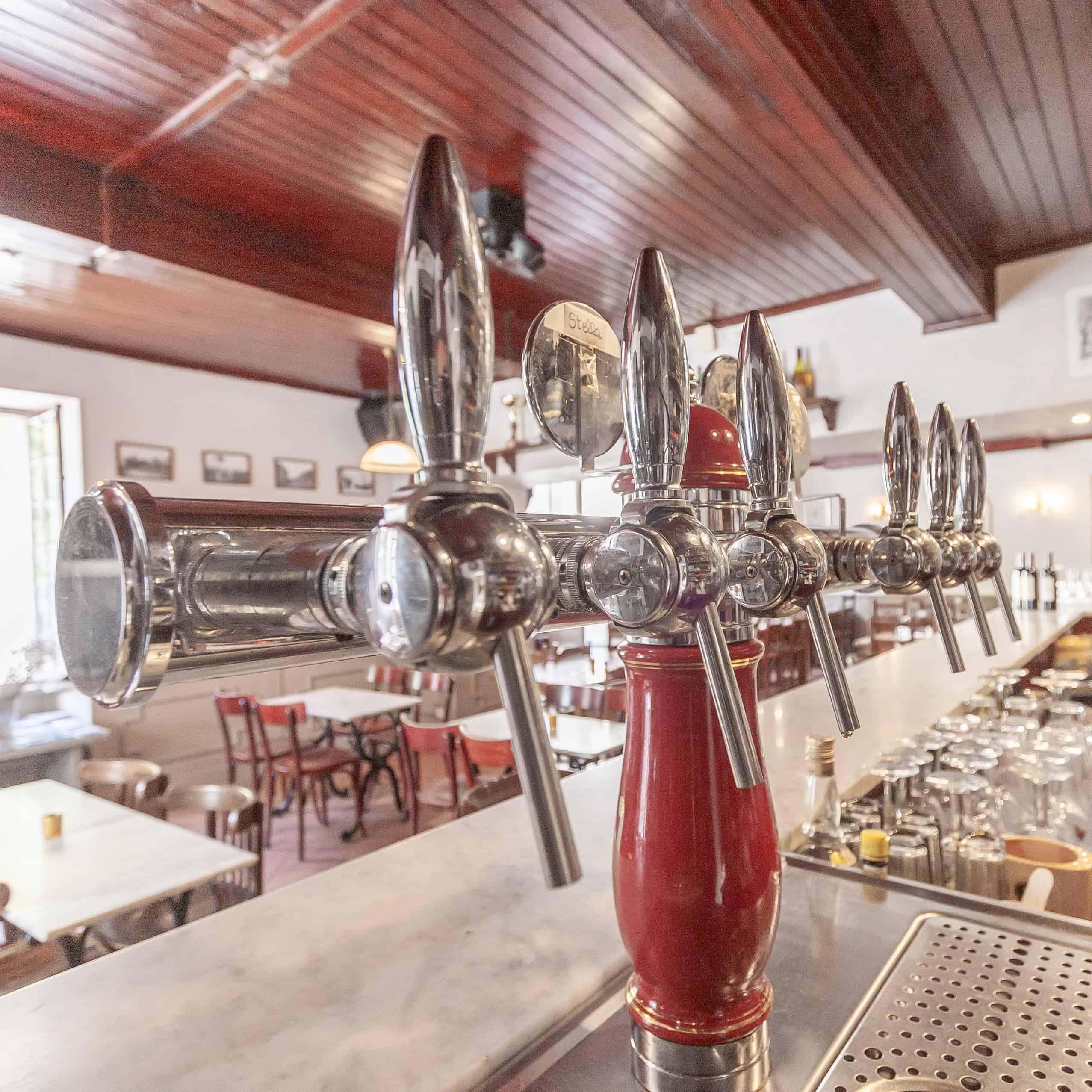 Bar-interior3-82002