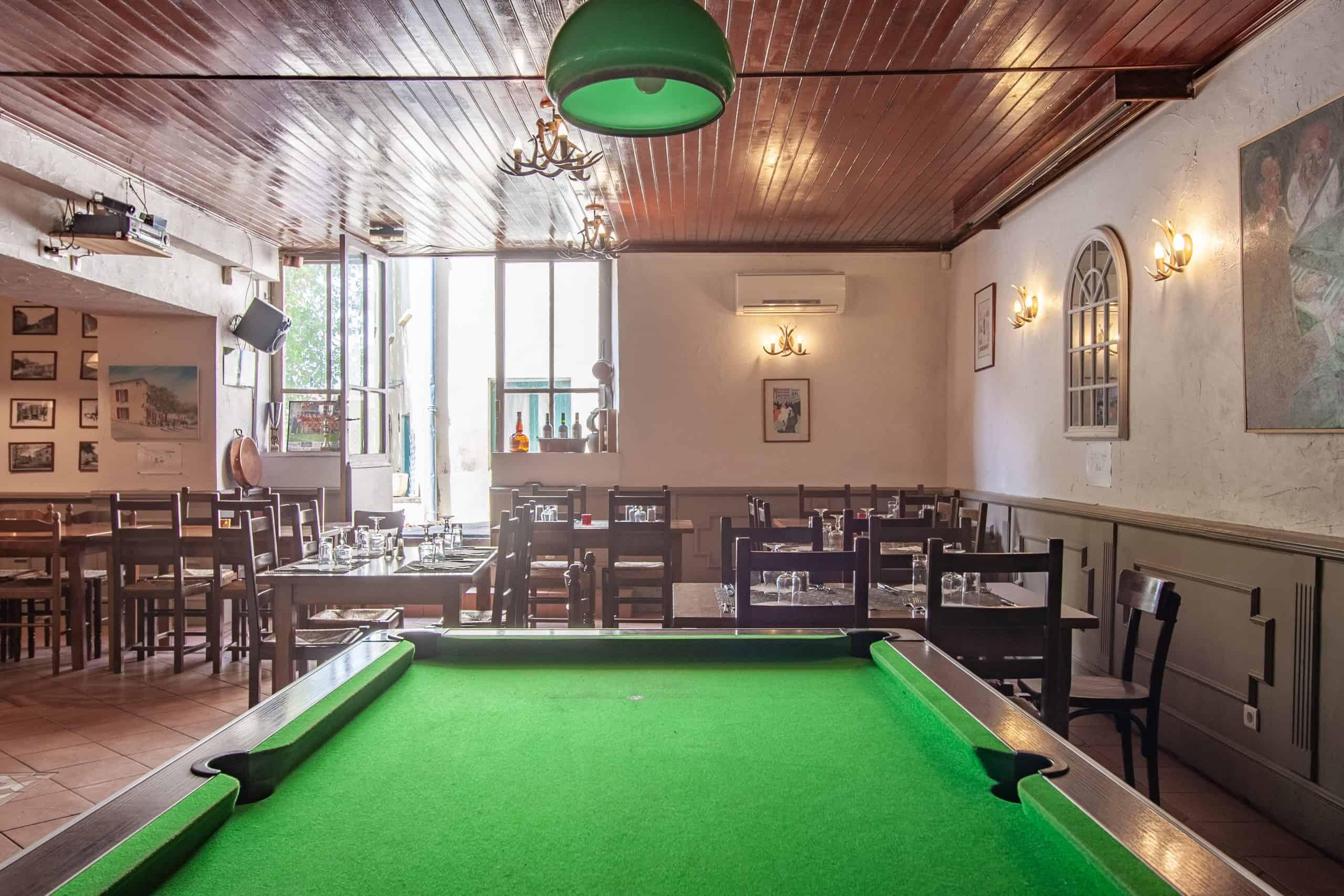 Bar-interior4-82002