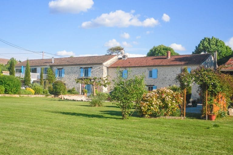 Family home with income gite or guest cottage
