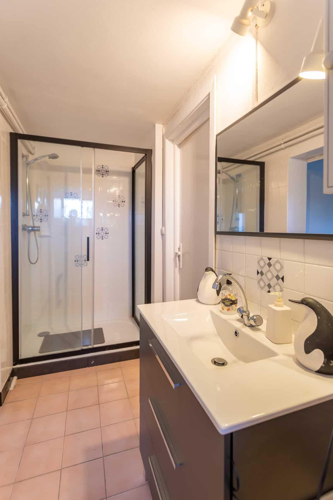 Bathroom-47011 (1)
