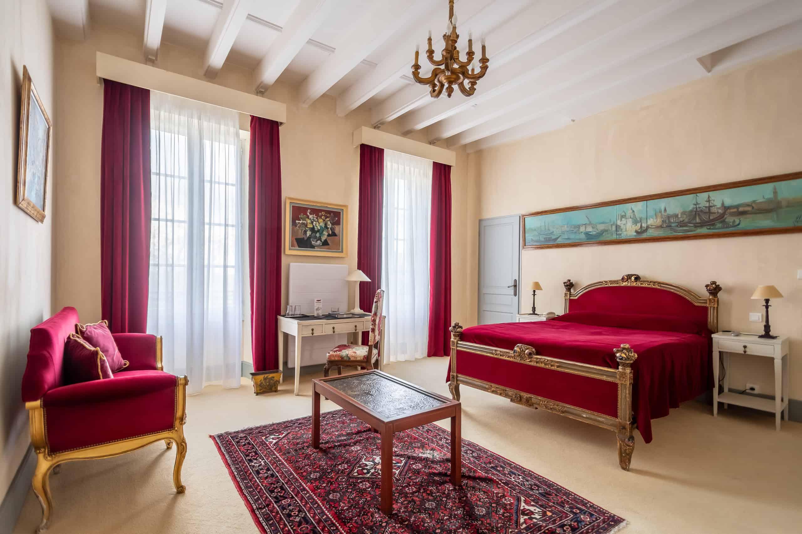 Bedroom-red-WMC030