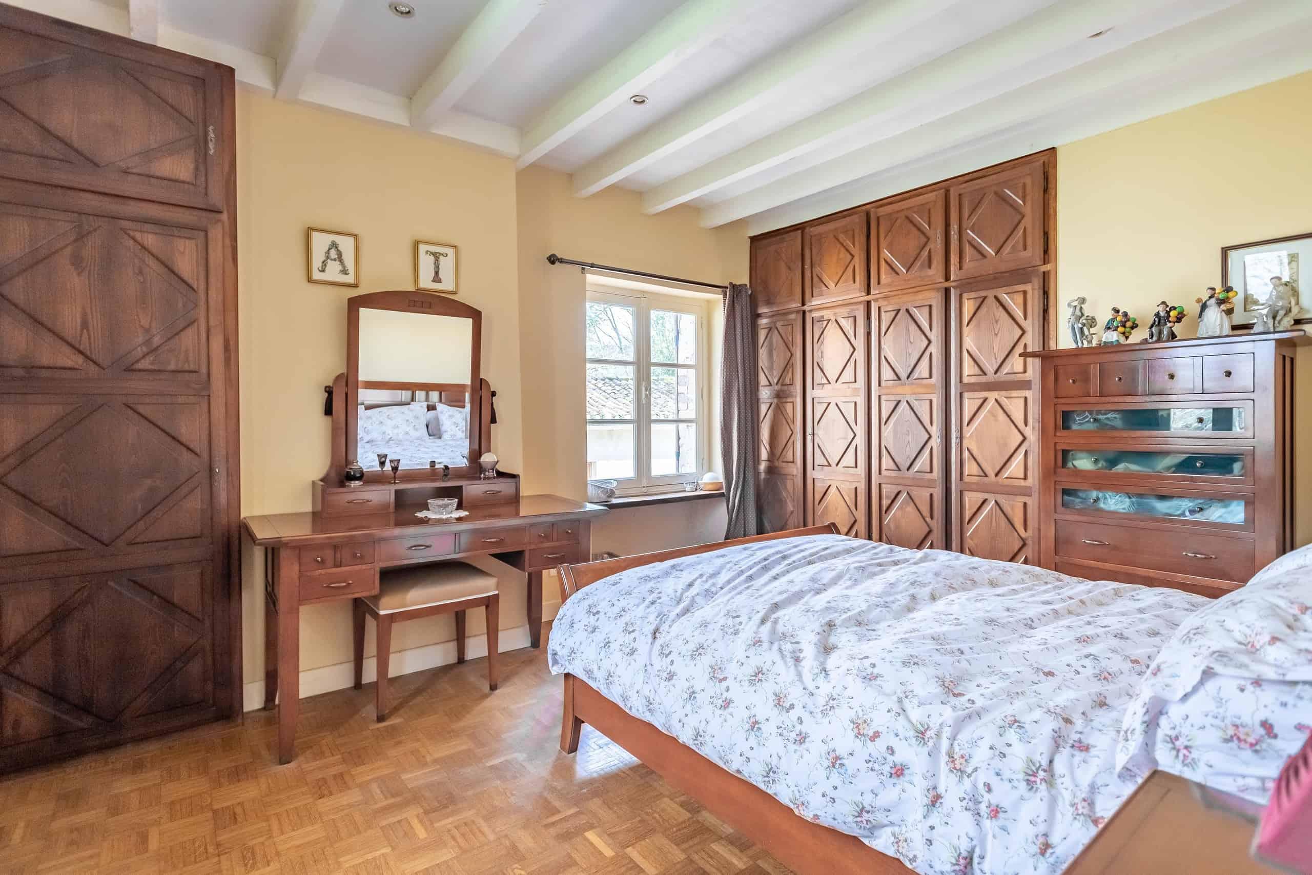 Bedroom-Wood-WMC054