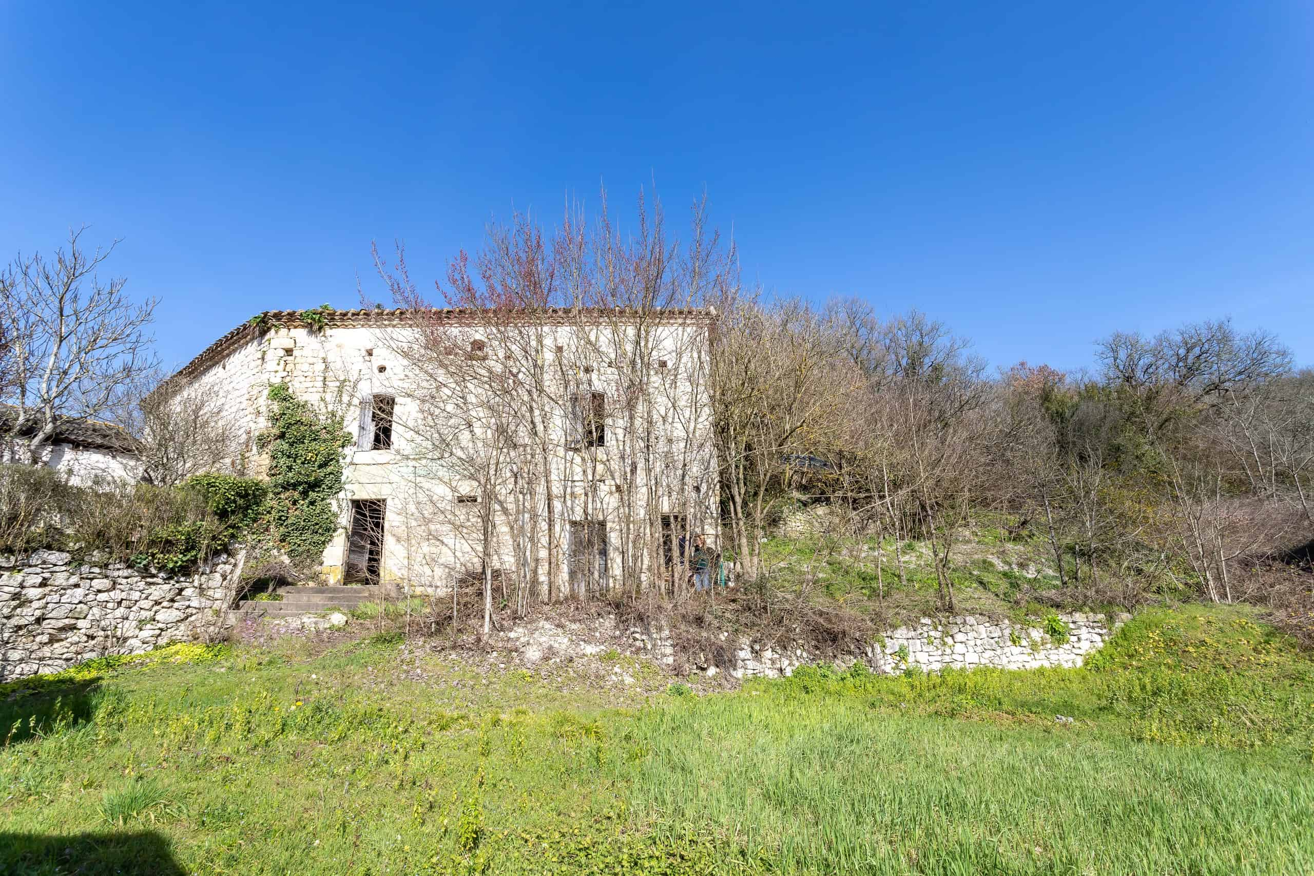 ruine à rénover dans un village