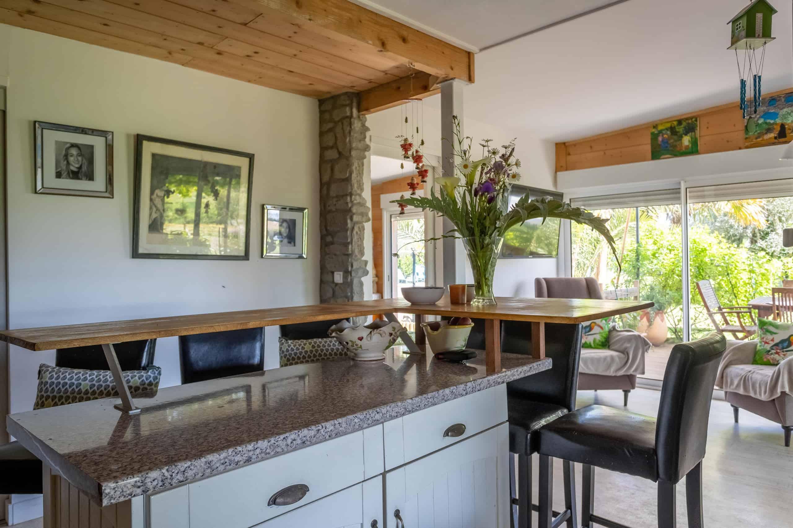 Kitchen-Bar-WMC070