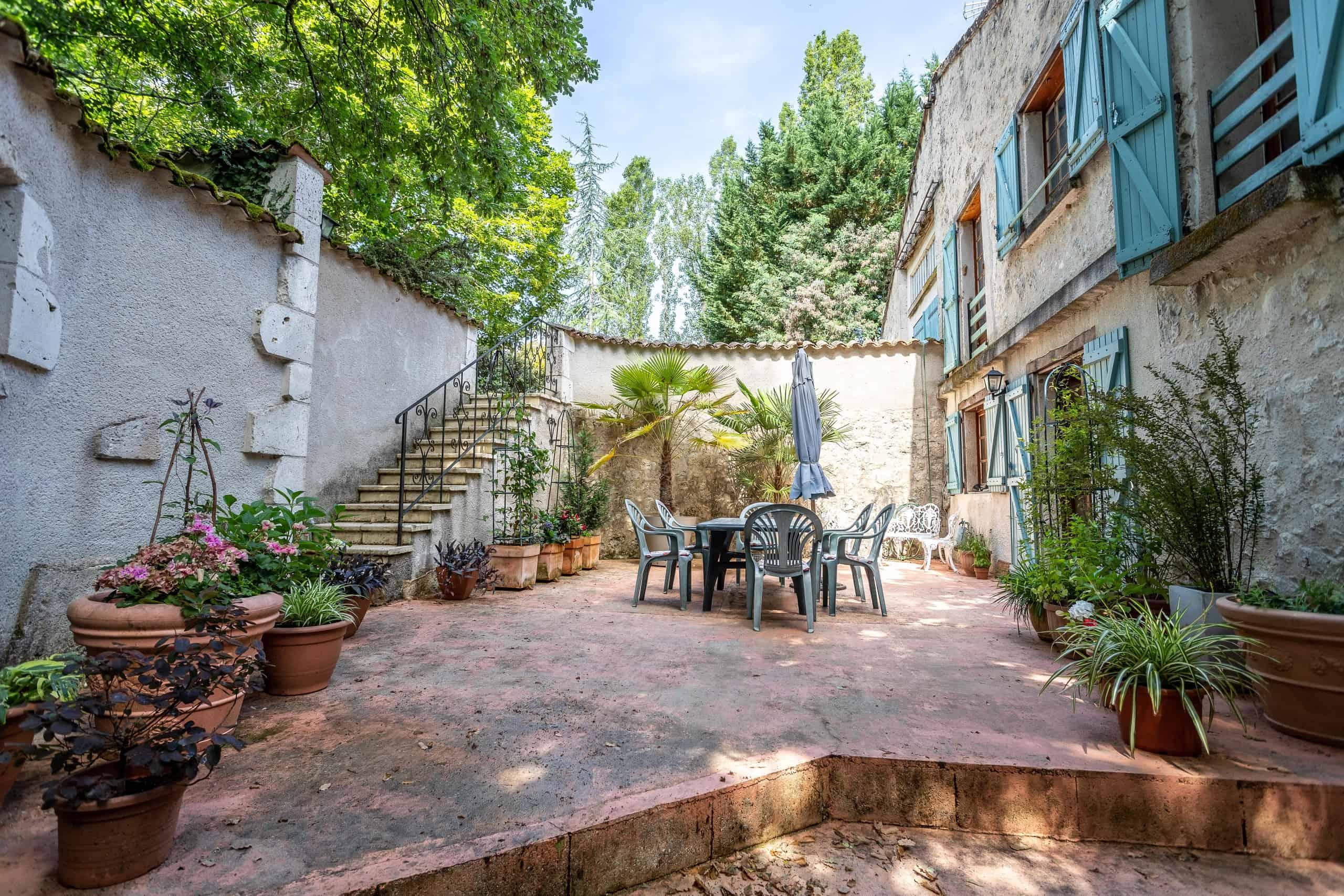 Courtyard-WMC080