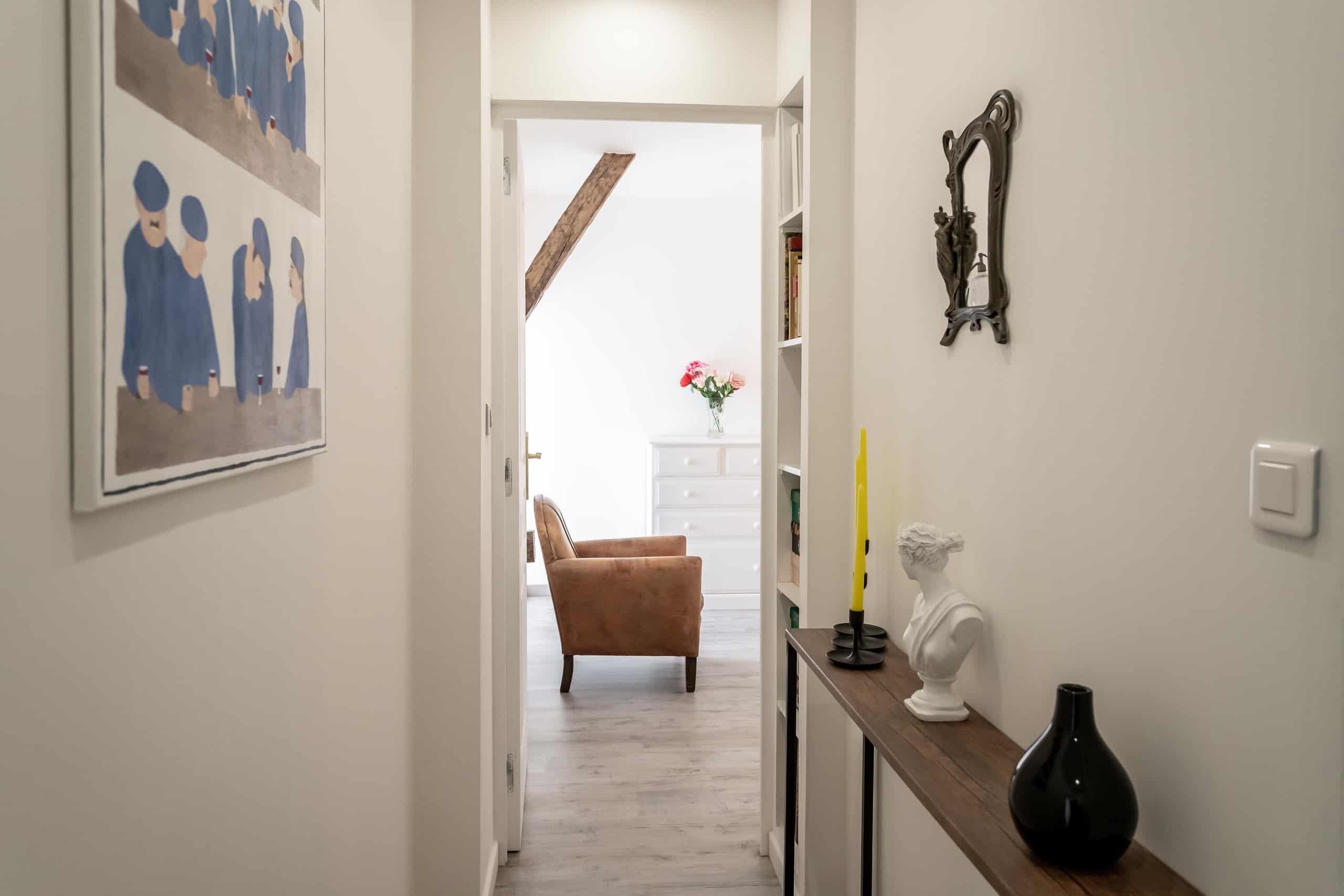 14-Hallway-WMC081