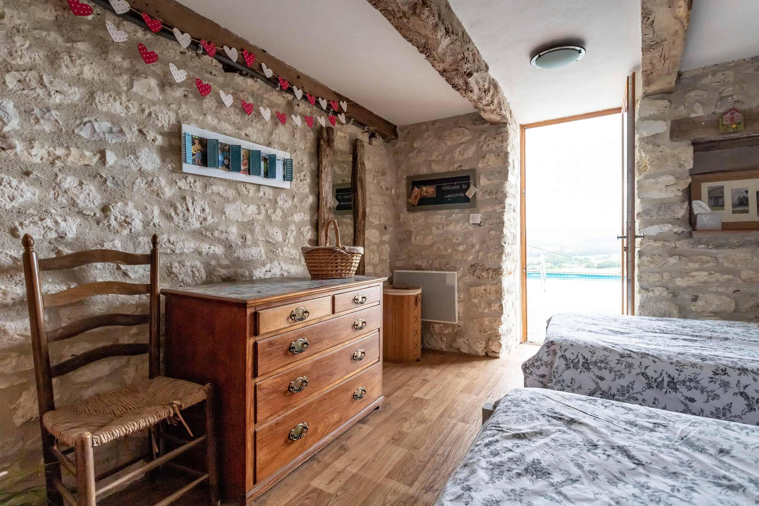 Bedroom-twin-door-WMC082