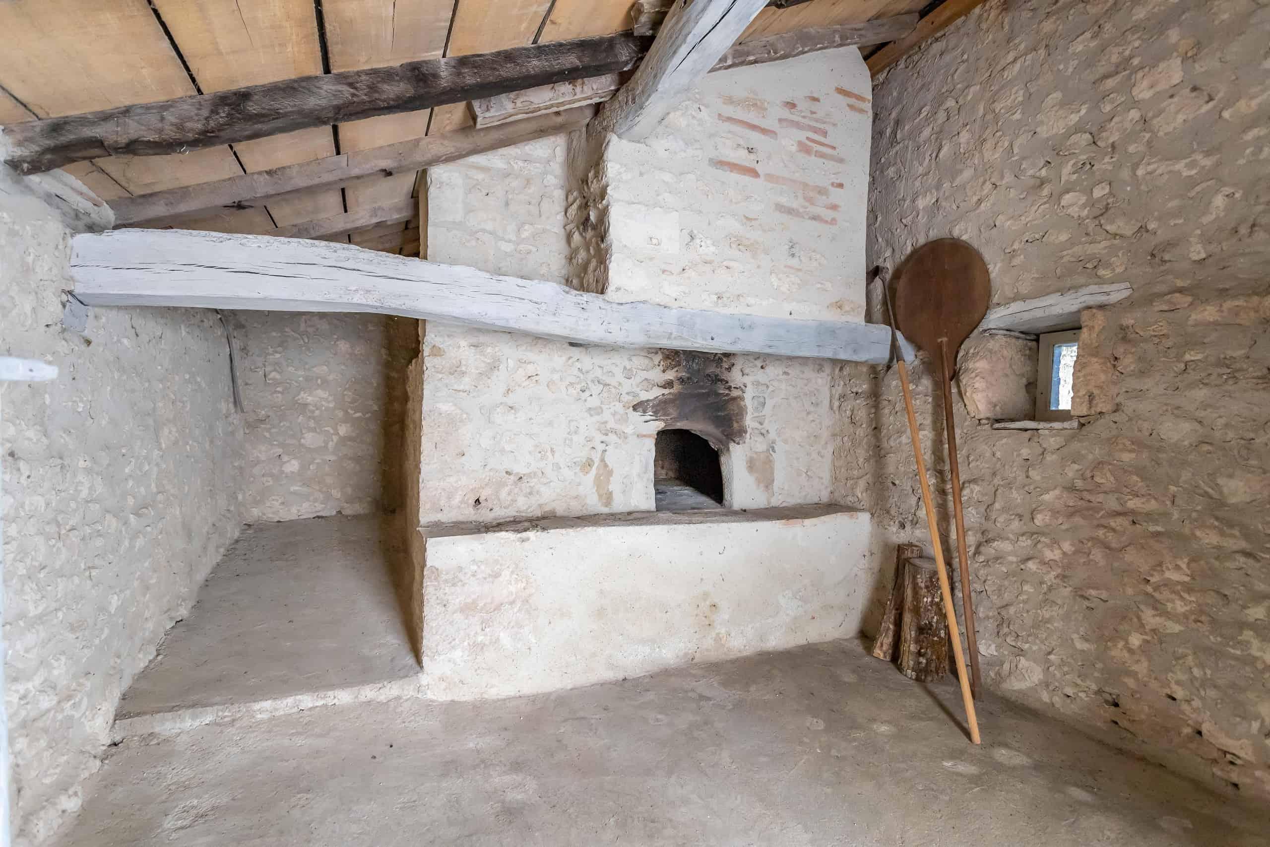 Bread-oven-WMC095