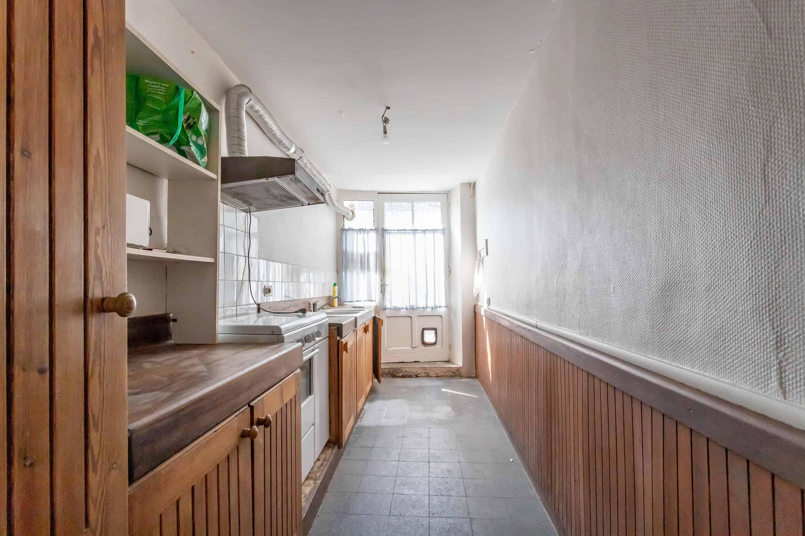 Kitchen-window-WMC097